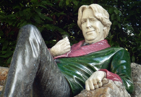 Oscar Wilde is very amused