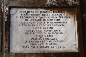 Foto tratta dal sito di Sergio Natalizia: Istanti di bellezza – Le targhe del monnezzaro